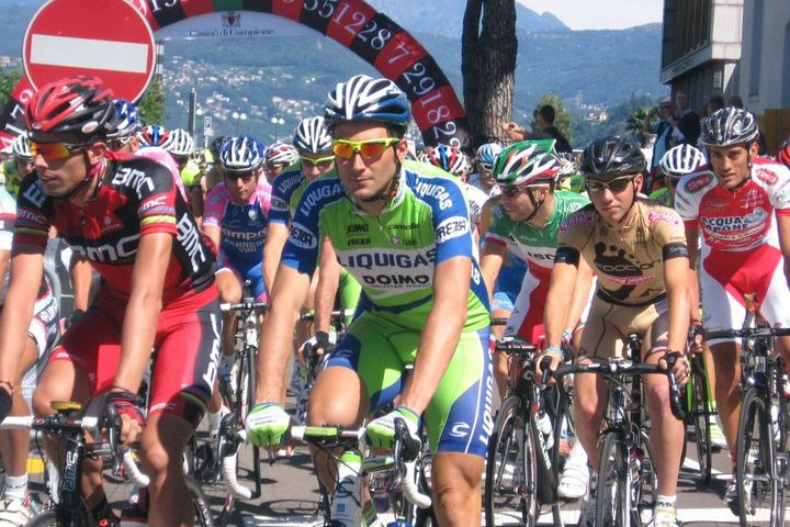 5-stagaire-footon-servetto-pro-team-2010-with-ivan-basso