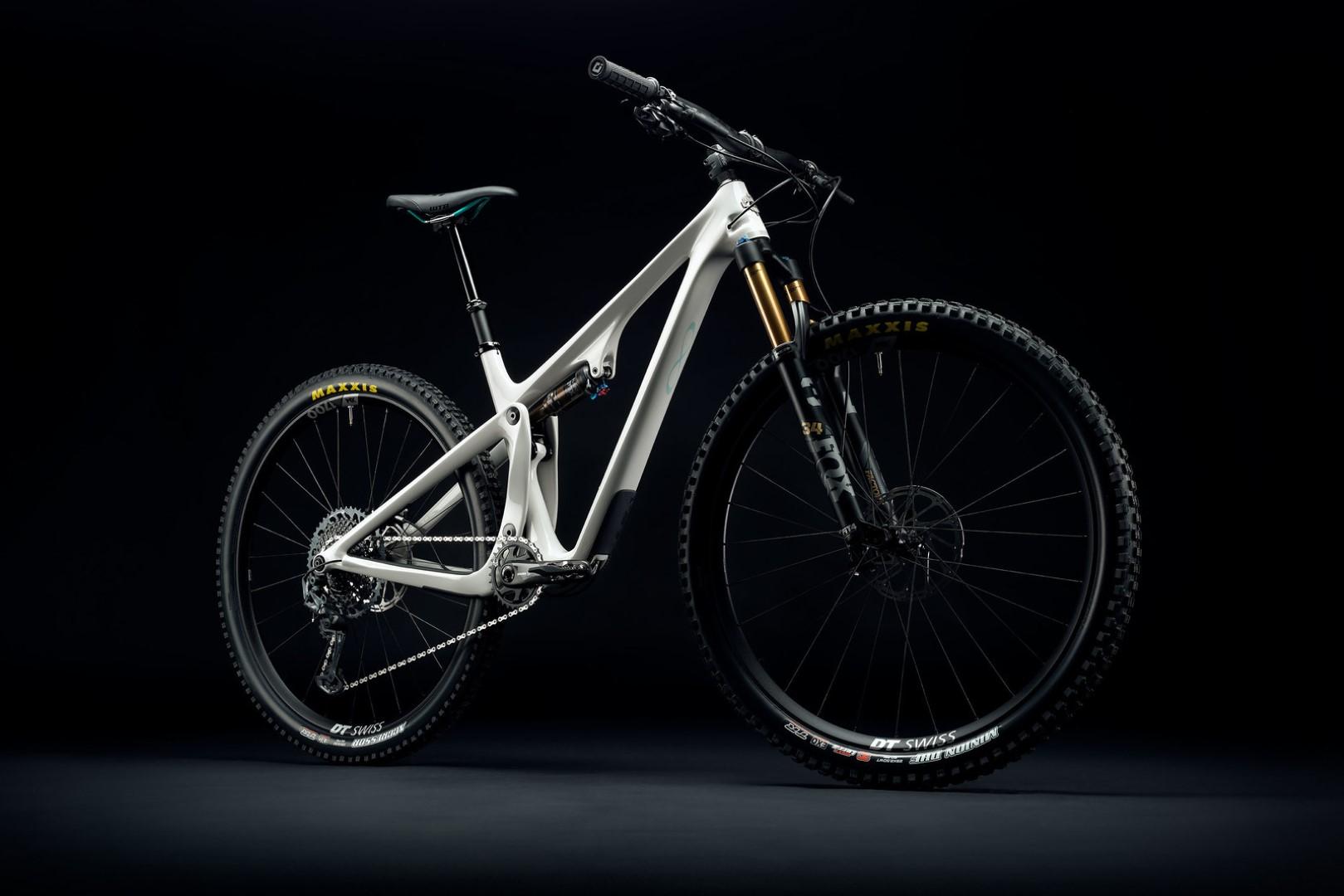 s1600_2021_yeticycles_sb115_t2_blanco_dark_270845-custom